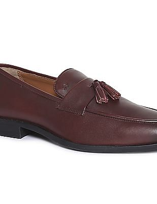 Arrow Burnished Leather Tassel Loafers