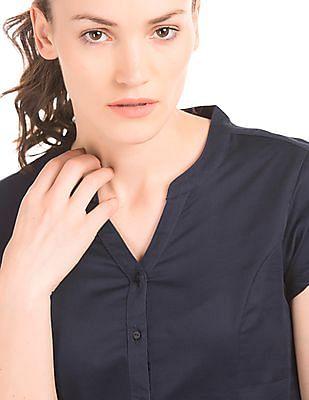 Arrow Woman Notched Mandarin Collar Shirt
