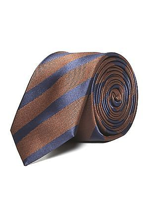 Arrow Stripe Pattern Tie